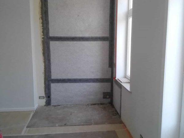 Lekkende dakgoot post interventie tegen salpetervorming in nieuw pleisterwerk 2 ADG vochtspecialist vochtproblemen gent merelbeke