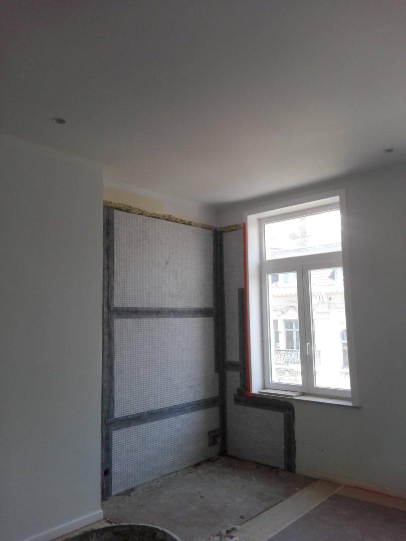 Lekkende dakgoot post interventie tegen salpetervorming in nieuw pleisterwerk 4 ADG vochtspecialist vochtproblemen gent merelbeke